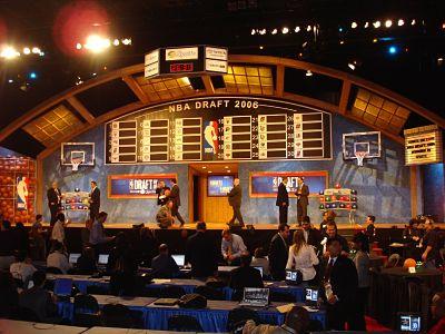Ceremonia del NBA Draft, donde se seleccionan 60 jugadores en dos rondas