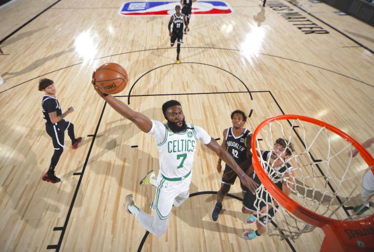 Los Boston Celtics aplastaron a Brooklyn en Orlando