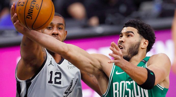 Los Celtics no pudieron cerrar la victoria en San Antonio