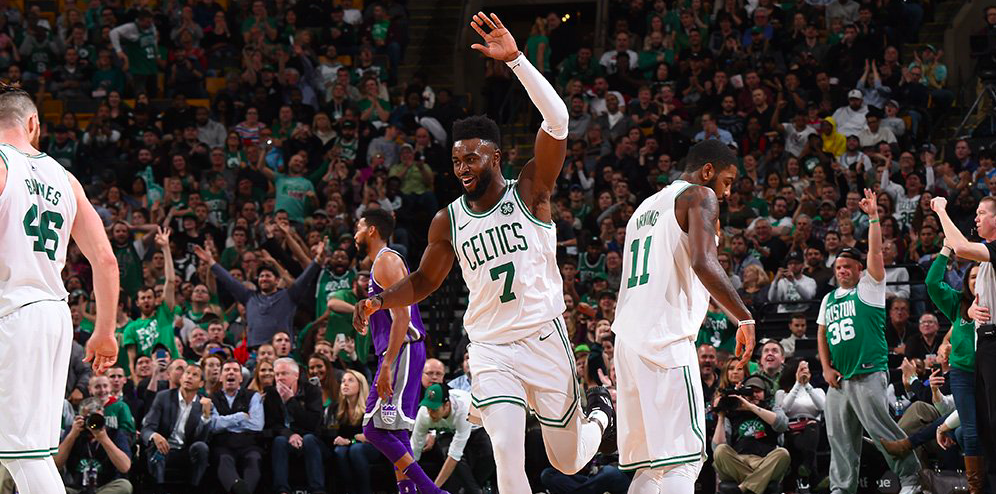 Jaylen Brown brillando contra Sacramento