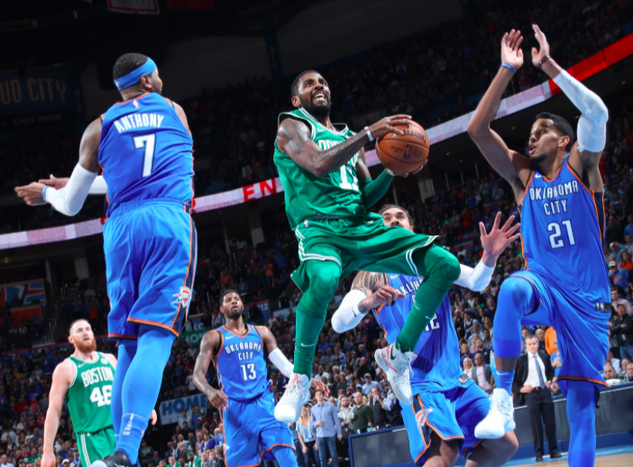 Kyrie Irving, base de los Boston Celtics, contra los Thunder