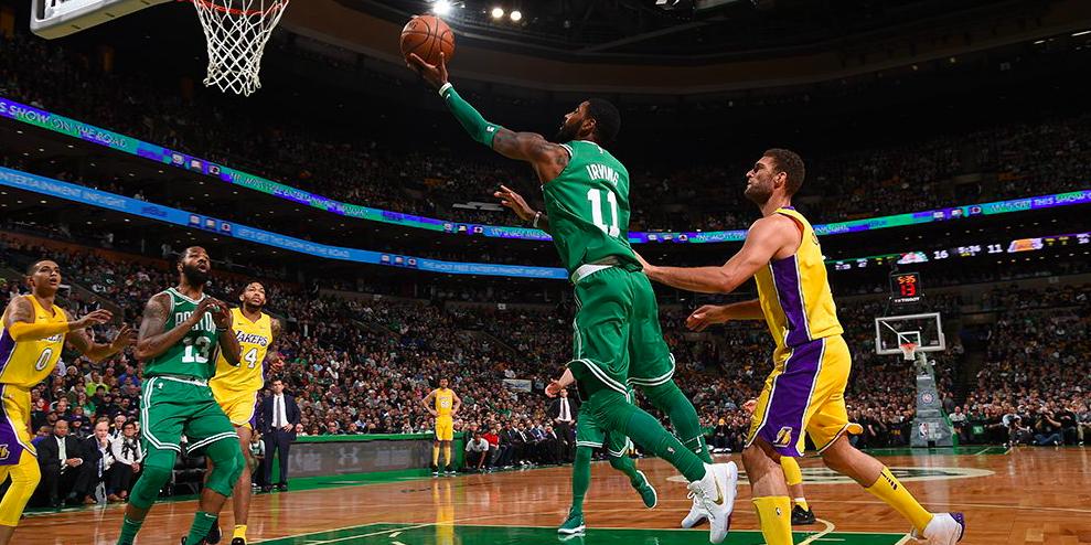 Irving atacando el aro contra los Lakers