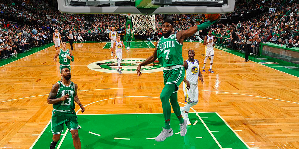 Jaylen Brown y los Boston Celtics encabezó la remontada de los Celtics contra los Warriors.