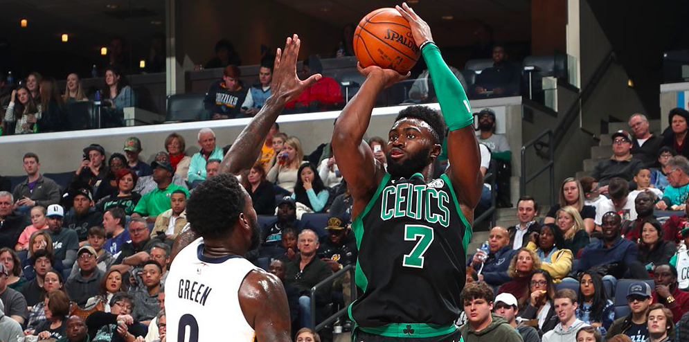 Boston se recompone y vence en Memphis
