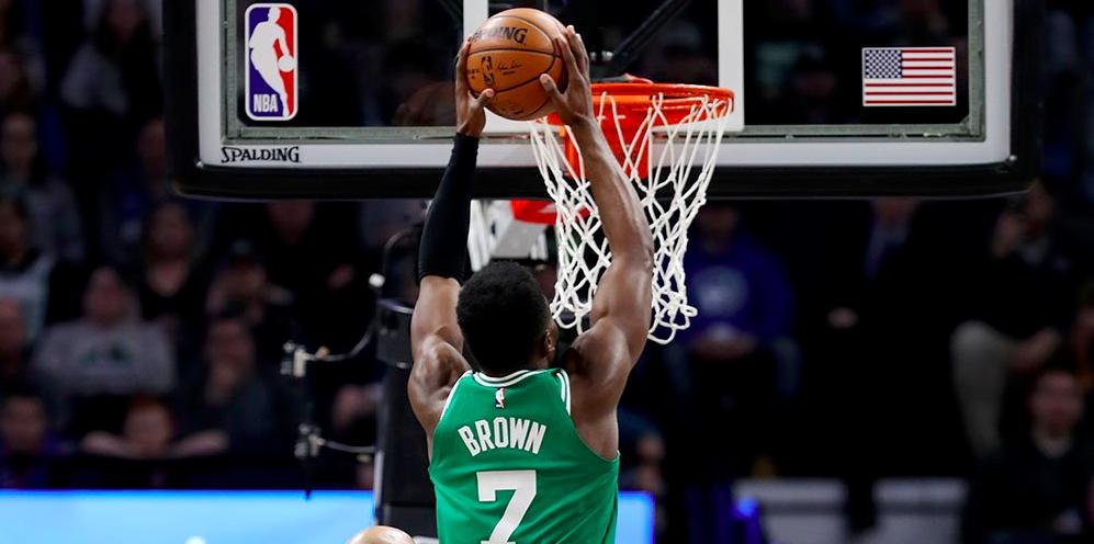 Los Celtics ganan y hay suspenso por Jaylen Brown