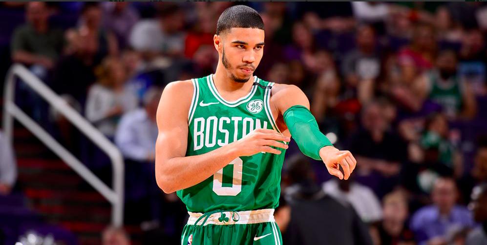 Jayson Tatum conduce a los Celtics a una nueva victoria