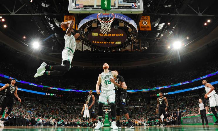 Los Celtics ganaron a los Bucks para empezar los Playoffs