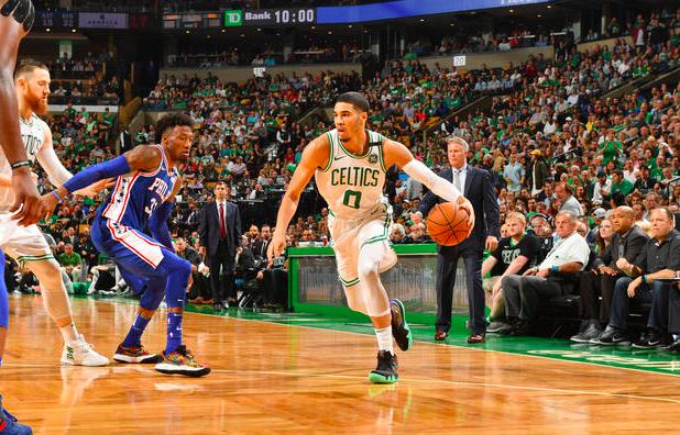 Los Celtics se quedaron con el segundo partido de la serie en Boston.