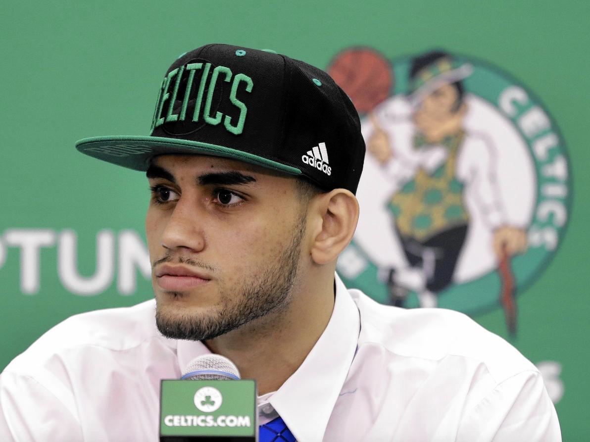 Los Boston Celtics traspasan a Abdel Nader y se ahorrarán un millón de dólares