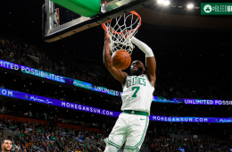 Jaylen Brown la clava sobre los Chicago Bulls