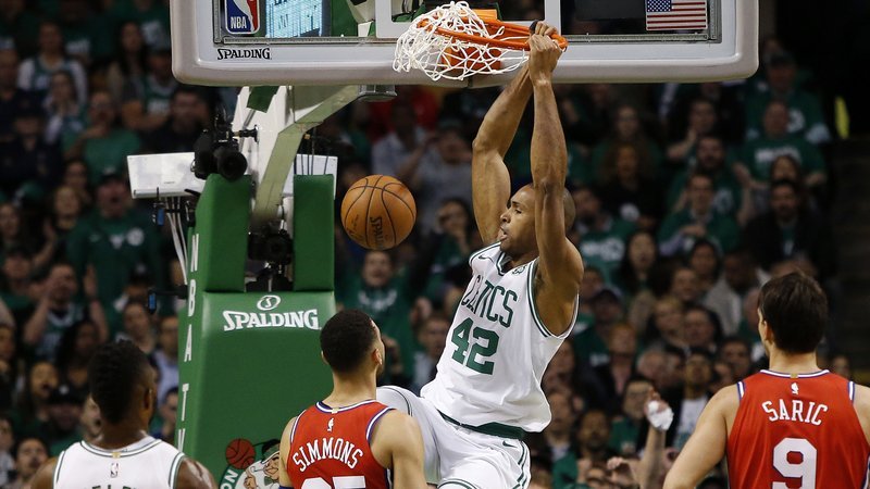 Al Horford fundamental en la victoria de los Celtics