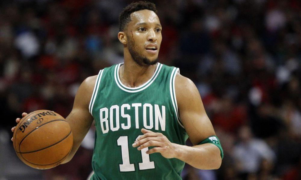 Turner jugando para los Boston Celtics