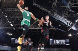 Jayson figura en la victoria de los Celtics