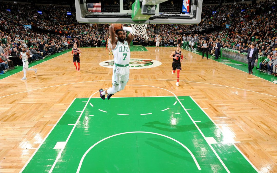 Kyrie Irving implacable en la vuelta a la victoria de los Celtics