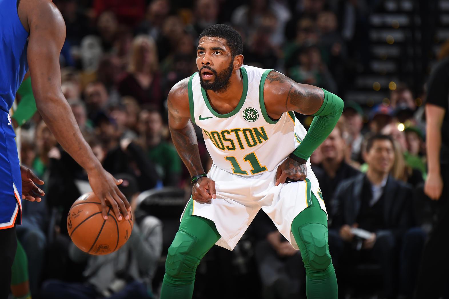 Paseo contra los Atlanta Hawks para los Boston Celtics de Kyrie Irving