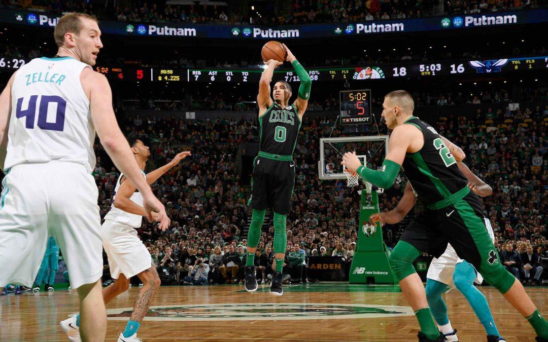 Con un Kyrie Irving imparable, los Celtics recuperaron la victoria frente a los Charlotte Hornets