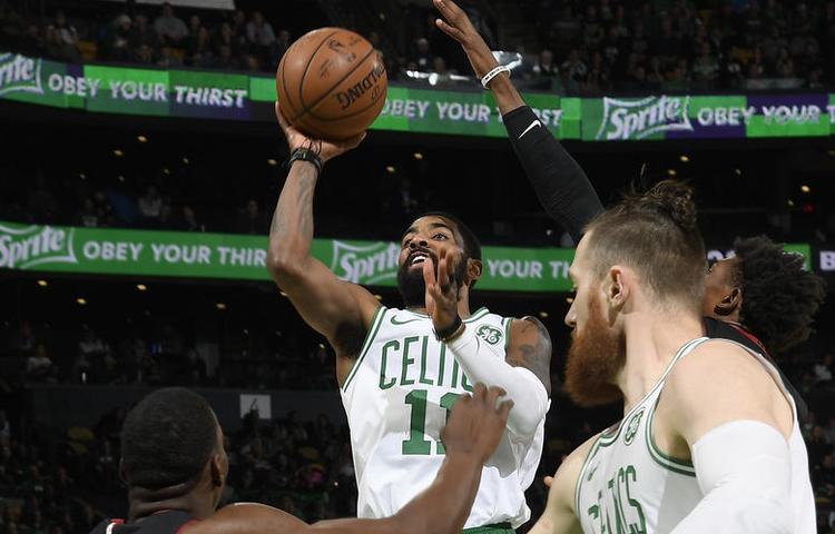 Kyrie Irving sigue descomunal y los Miami Heat caen en Boston