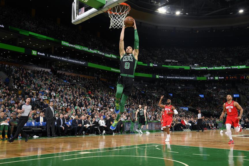 Harden anota 42 puntos en la victoria de los Rockets