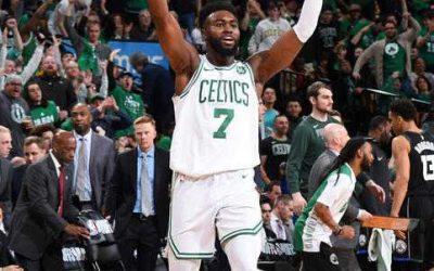 Los Celtics vuelven a ganar de locales a los Bucks