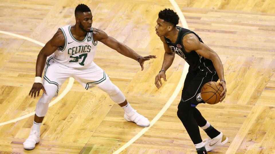 De Boston a Milwaukee, ajustes de Playoffs