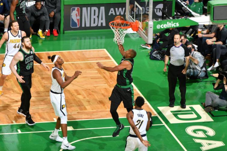 Celtics aplastó a Indiana en el primero de la serie