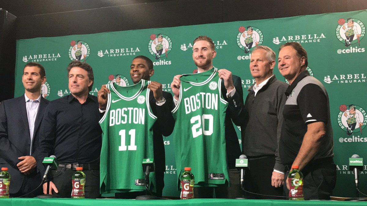 Kyrie Irving y Gordon Hayward durante su presentación con los Boston Celtics