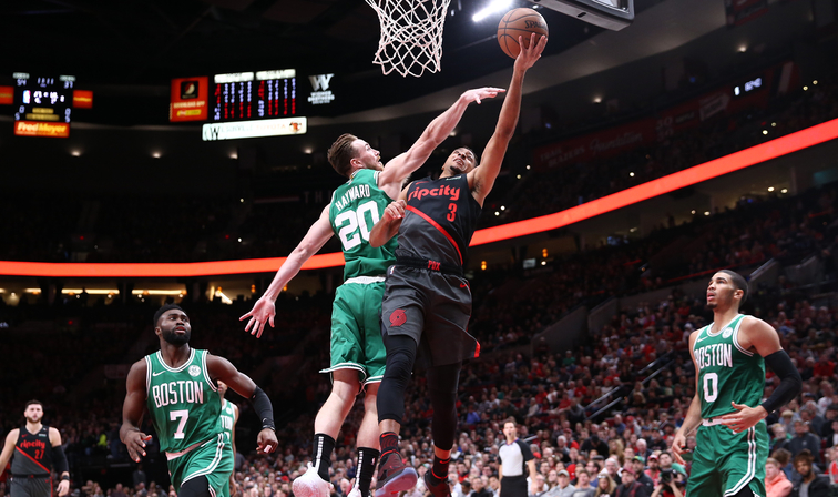 Boston no levanta cabeza y cae en Portland